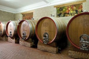 Nella bottaia vengono lasciati a riposare i grandi vini rossi di Crypta Castagnara Cantine