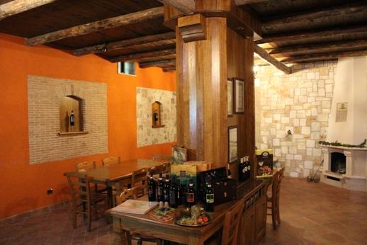 In un luogo accogliente potrete degustare i grandi vini di Crypta Castagnara Cantine.